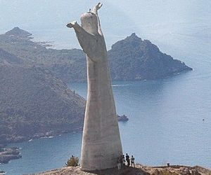 In Italia la colossale statua del Cristo Redentore