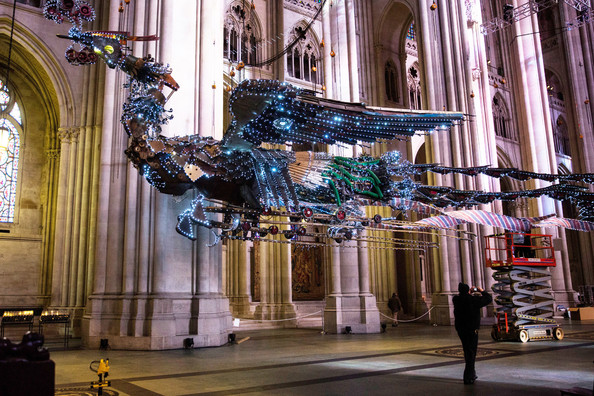 Sculpture-Chinese-Artist-Displayed-Nave-Cathedral-HT_nKWgy2U3l