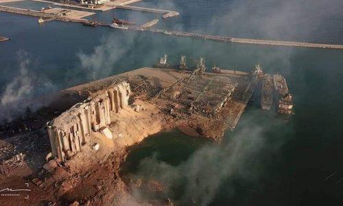 Beirut: 4000 feriti, oltre 100 vittime, cratere nel porto dopo l'esplosione. Slow Motion TERRIFICANTE