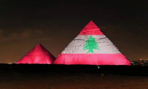 Le piramidi di Giza e Burj Khalifa di Dubai si illuminano per le vittime di Beirut