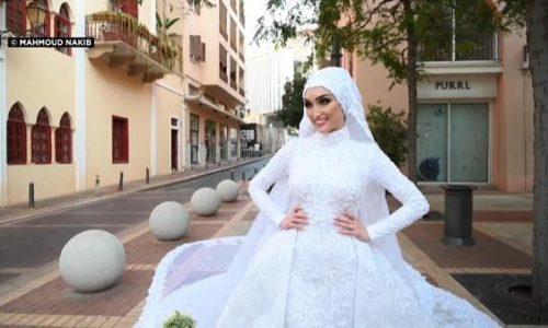 Il video mostra l'esplosione di Beirut mentre la sposa posa il giorno delle nozze