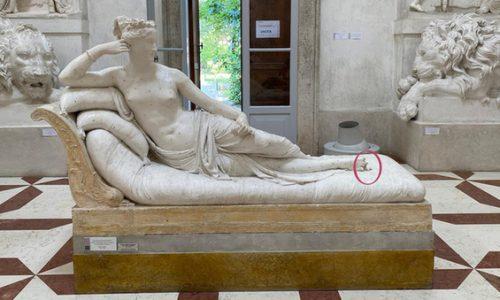 Turista austriaco danneggia la statua del Canova