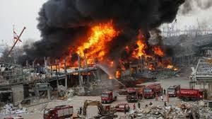 Beirut: un mese dopo l'esplosione nella capitale del Libano un incendio al porto di Beirut semina il panico