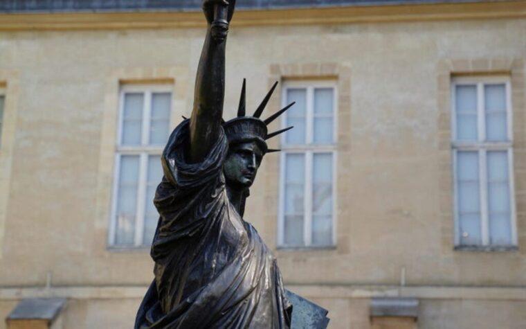 """La Francia sta inviando la """"sorella minore"""" della Statua della Libertà agli Stati Uniti"""